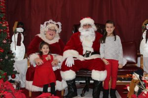 2016-christmas-village-pictures-with-santa-10