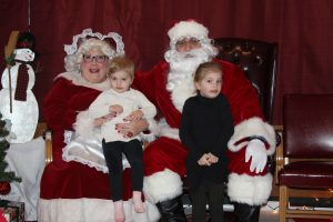 2016-christmas-village-pictures-with-santa-14