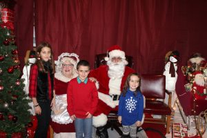 2016-christmas-village-pictures-with-santa-181