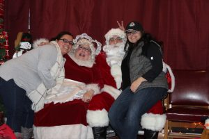 2016-christmas-village-pictures-with-santa-24