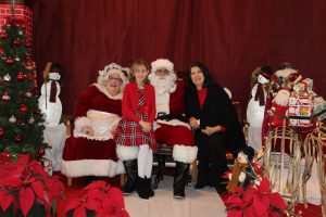 2016-christmas-village-pictures-with-santa-41