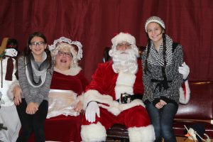 2016-christmas-village-pictures-with-santa-45